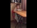 Юля кушает суп самостоятельно!