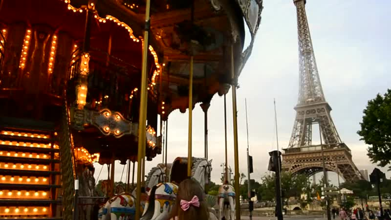 The prettiest carousel ever ! Eiffel Tower, Paris 2013 HD