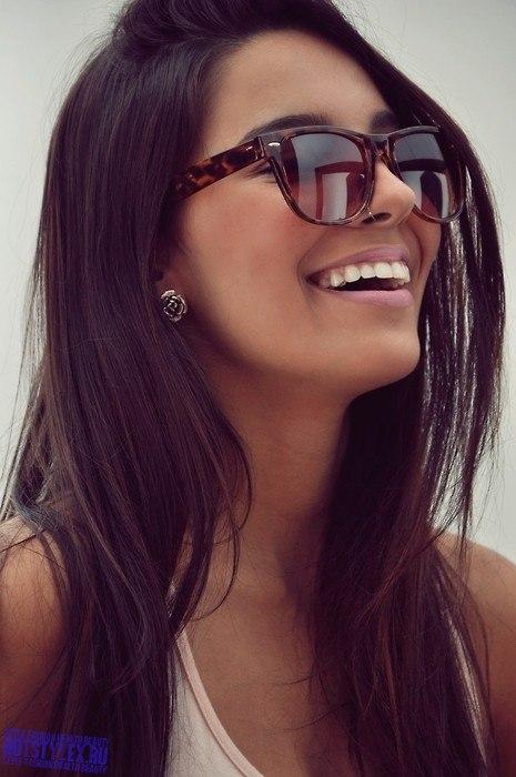 ... девушки брюнетки на аватарку: hotstylex.ru/stilnye-foto/stilnye-krasivye-devushki/3743...