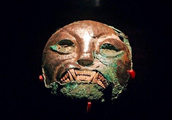Маска индейцев культуры моче ( 1-8 век н.э.)