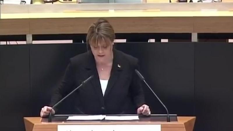 ► AfD - Jeannette Auricht- 'Die Freiheit der Frauen ist nicht verhandelbar'.mp4
