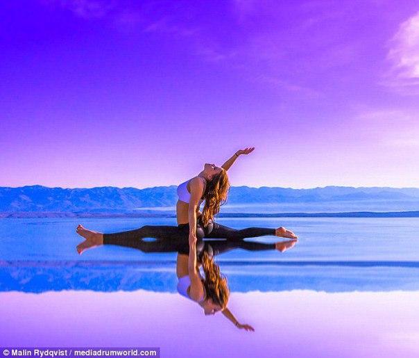 Шведка Малин Рюдквист демонстрирует прекрасные упражнения на фоне самых экзотических мест, куда она...