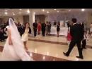 На свадьбе, девушка танцует лезгинку видео ПРИКОЛ, потому что девушка танцует мужскую партию в этом танце!