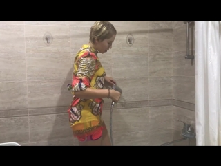 Wetlook_fully clothed_wet dress and tights_wet_wam(720p_hd).mp4