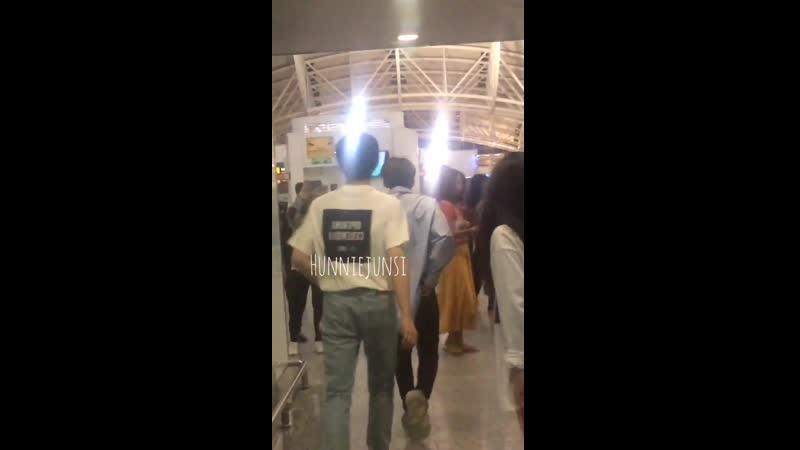 19.03.2019 парни покидают Индонезию, аэропорт «Нгурах-Рай»