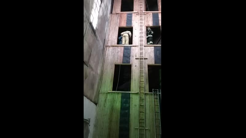 самоспасание из окна 3 этажа учебной башни