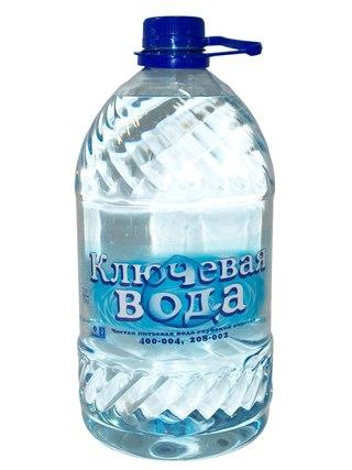 Для удобного использования в домашних условиях выпускается вода в емкостях по 5 литров.  Такую бутылку удобно хранить...