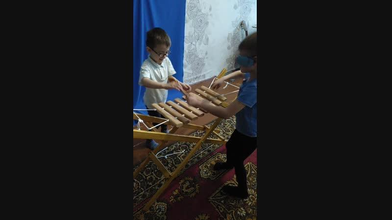 Севы и Ярослав на дровах