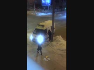 Мужчина набросился на скорую помощь