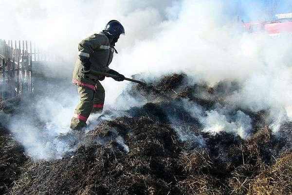В Преградной сгорело сено