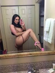 In Hot Teen Shaking Her
