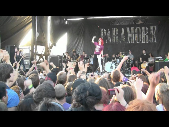 Paramore- Complete, Unedited Warped Tour Performance (720p HD) Live in Montreal