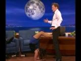 Нини показывает Конану свой талант и он в восторге 😂