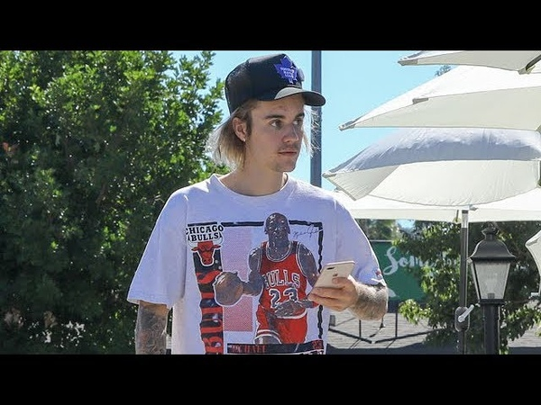 Justin Bieber addresses paparazzi photographers after a friendly lunch