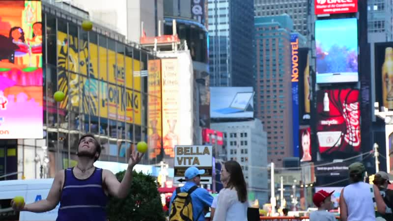 Kyle Johnson Juggling in NYC