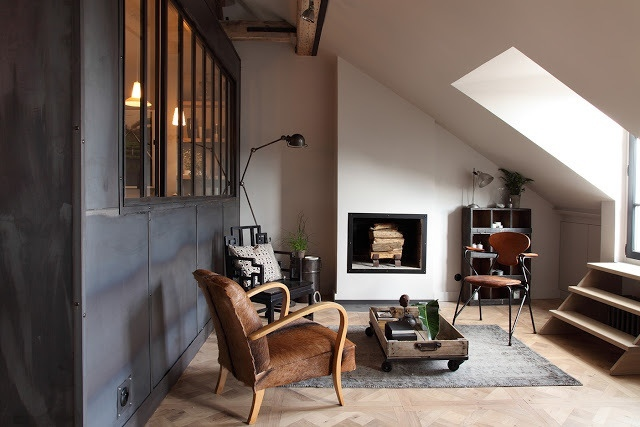 A Parisian attic with industrial atmosphere