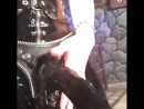 Anikka Albrite в латексном бдсм костюме с огромным черным страпоном