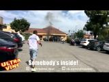 Мужчина вытащил человека из горящего автомобиля