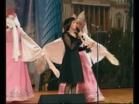 Мирей Матье исполняет песню Подмосковные вечера
