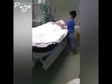 Мама умерла при операции сыну сказали что она спит(240_P).mp4