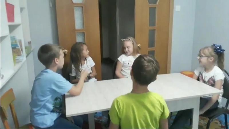 Kids Box 1 - отрабатываем has got - тема Clothes unit 8