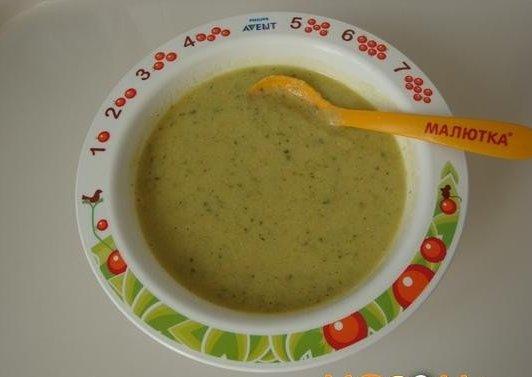 супчик из кабачков для самых маленьких нам понадобится: - куриное филе (отварное, 1 шт)- картофель (1 шт.) - морковь (1/2 шт.)- рис круглозерный шлифованный (2 ст. л.)- горошек зеленый (1 ст.