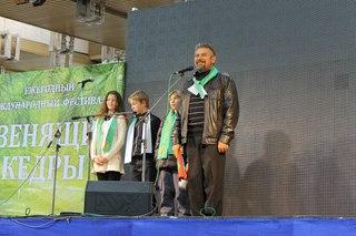 Организатор автопробега во Владимирской области Молчанов Анатолий и юные участники