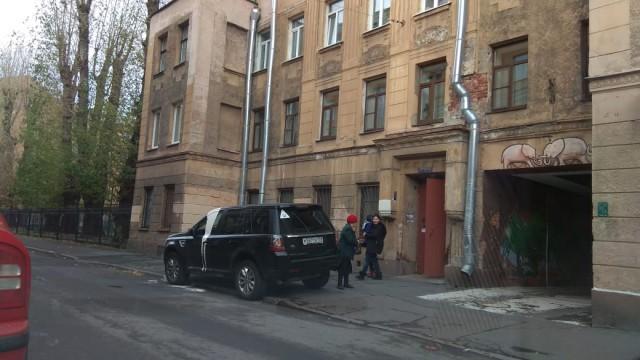 В Петербурге какая-то жирная чайка нагадила на автомобиль