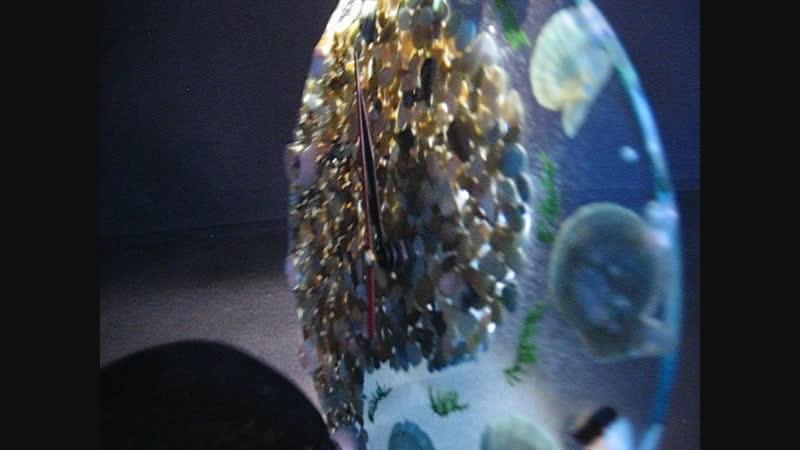 Часы из ювелирной смолы гальки жемчуга и ракушек
