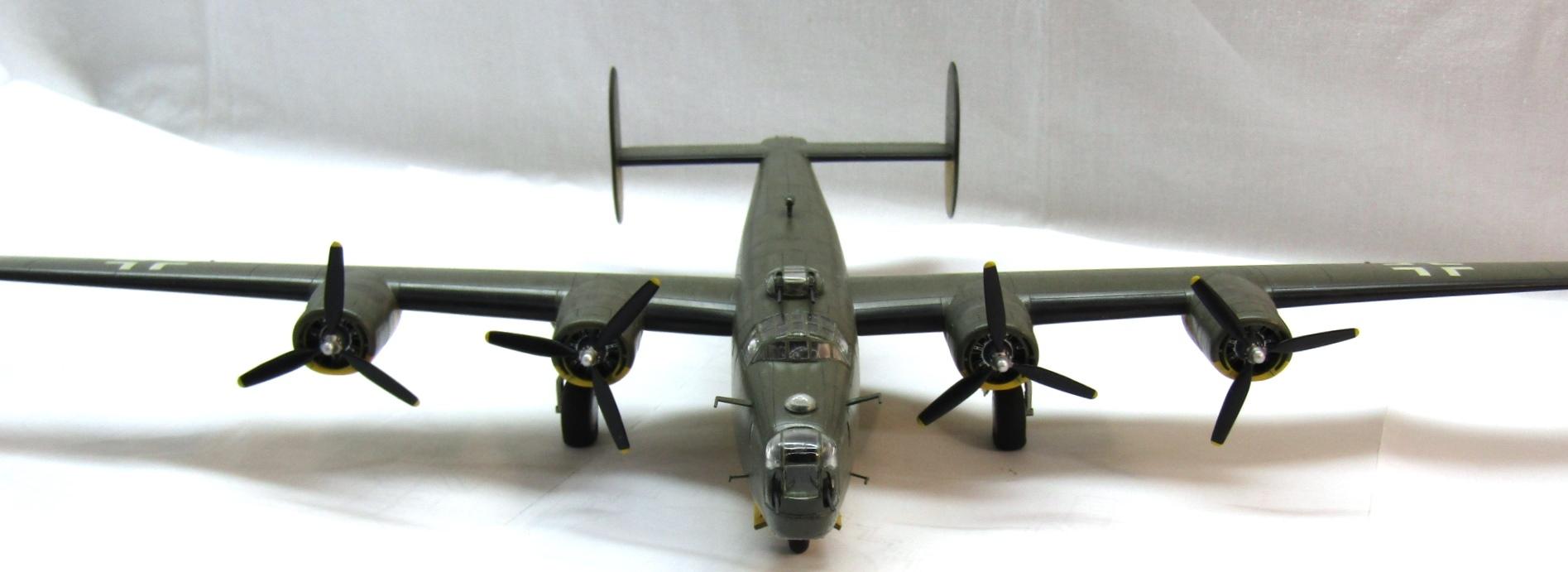 B-24H Liberator 1/72 (Academy) FsMntDJ5TDY