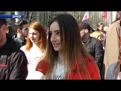 Праздничное шествие в честь годовщины провозглашения ДНР