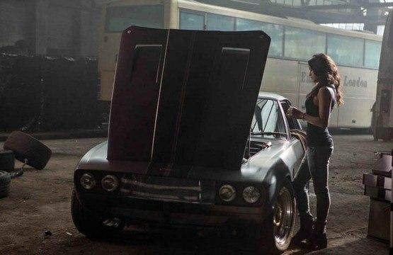 Летти любит чинить свое авто лично
