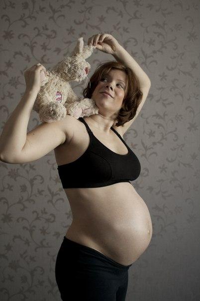 Как пинается малыш во время беременности