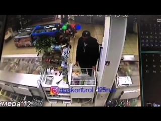 Владивостокские грабители с чулками на голове совершили