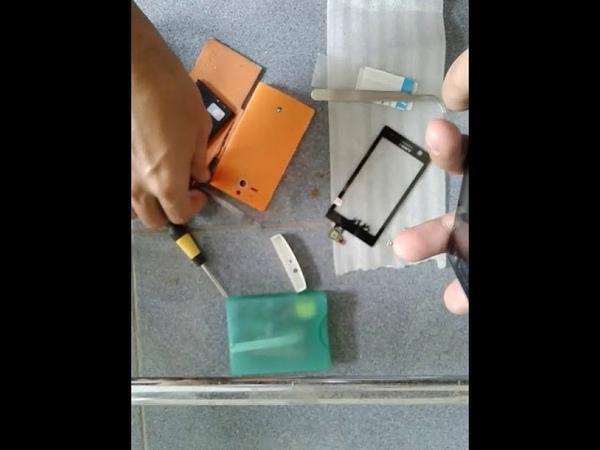 Memperbaiki touchscreen Sony Xperia U [mengganti] bagian 1