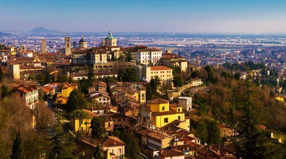 Бергамо - город в итальянской области Ломбардия