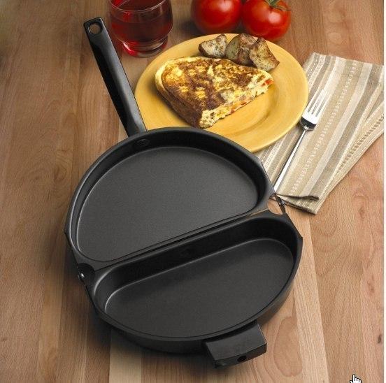 Складывающаяся сковородка на которой удобно готовить омлеты или горячие бутерброды