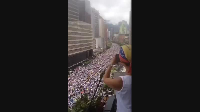 ЕЩЕ ВЧЕРА никто не предполагал и не ожидал такого СЕЙЧАС народ Венесуэлы вышел на улицы с mp4