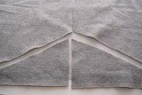 Из старого свитера можно сделать красивую кофточку.