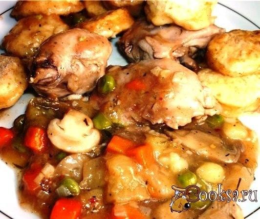 Курица получается пряная,вкусная, с ароматными булочками. Ну а овощи каждый выберет для себя свои любимые (я готовила с тем,что в доме нашлось).