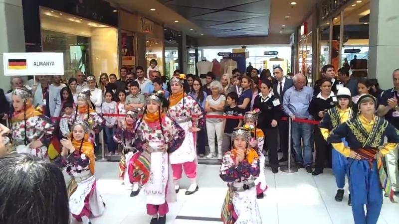 Turkish Sovereignty Day Childrens Day -...olk Dance (720p).mp4