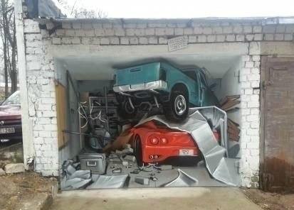 Отец попросил покрасить ворота.