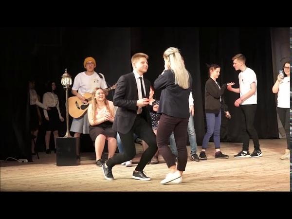 Оренбуржец сделал предложение девушке на сцене ДК Молоджный