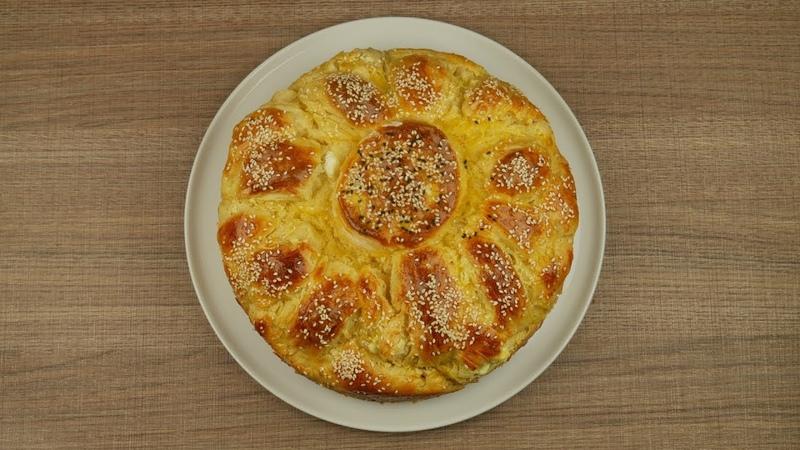 Αφράτη τυρόπιτα φόρμας με ζύμη γιαουρτιού Fluffy cheese pie with yoghourt