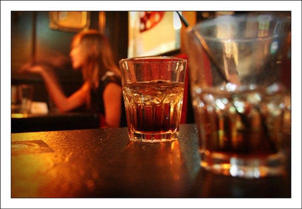 Остывший кофе… виски… два стакана…