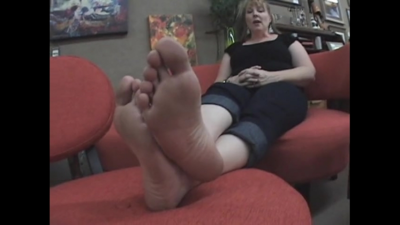 42 year old tall woman candid big feet size 11 US