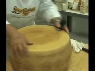 Как на фабриках режут сыр