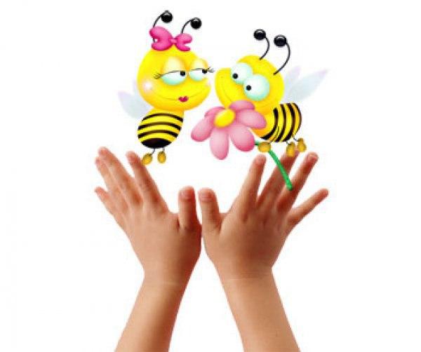 ПАЛЬЧИКОВЫЕ ИГРЫ ДЛЯ ДЕТЕЙ ОТ 0 ДО 2 ЛЕТ ☝ ✨ Как надо проводить занятия? Новый стишок мама показывает и рассказывает сама. Потом просит малыша повторять вместе с ней. Если у него это не получается, то мама должна помочь - своими руками помогать пальчикам малыша проделать нужные движения. Постепенно, раз от разу у малыша будет получаться все лучше, и вскоре он освоит упражнение. Главное, чтобы оно нравилось ребенку! Хвалите его, восторгайтесь. Показывайте новый стишок всем родственникам и…