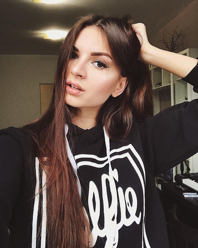 Алёна Венум  