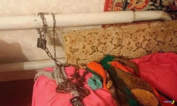 На Украине мать неделю держала на цепи 22-летнюю дочку В Украине в полицию обратилась 22-летняя девушка, которую насильно держали прикованной цепью к батарее родная мать и дядя. Причем более